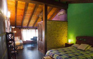 Dormitorios amplios que conjugan lo rústico y lo moderno