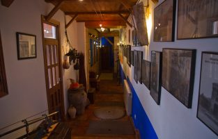 Pasillo de acceso al Restaurante